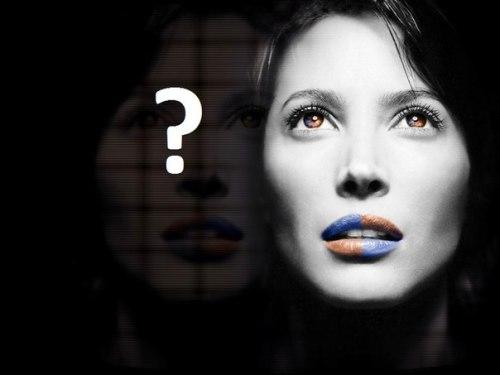 Про що не питають у жінок при знайомстві?